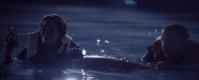 Vai col selfie nel lago di notte...